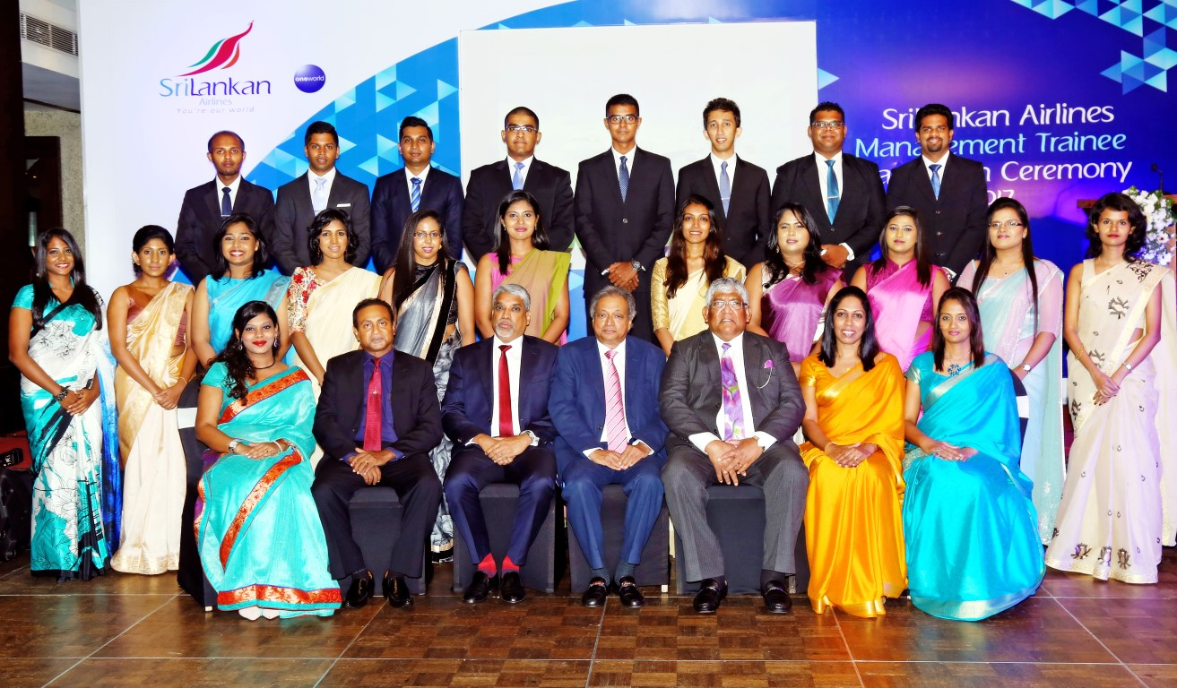 Chairman SriLankan Airlines Ajith Dias and Chief Executive Officer Capt. Suren Ratwatte along with senior members of Human resources of SriLankan  with the Management Trainees
